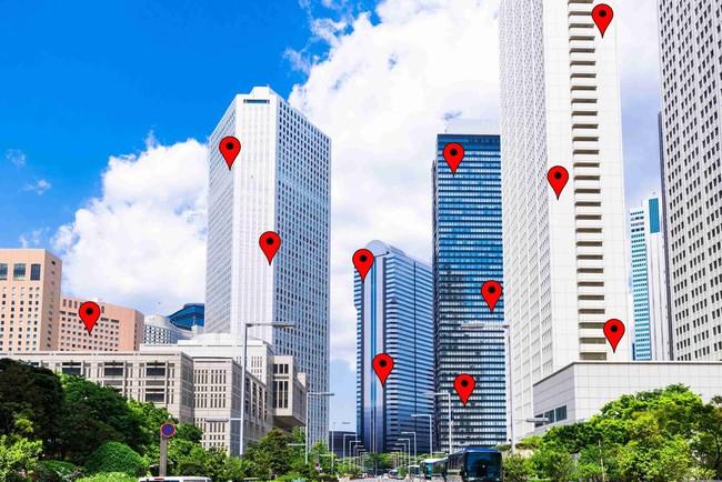 スマホで建物内のフロア位置を高精度で特定する「垂直測位サービス」が9月から提供開始